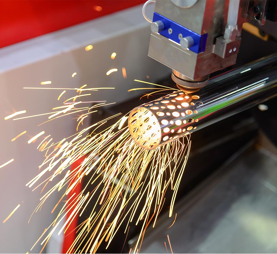 Machine performing laser cutting on a cylindrical pole